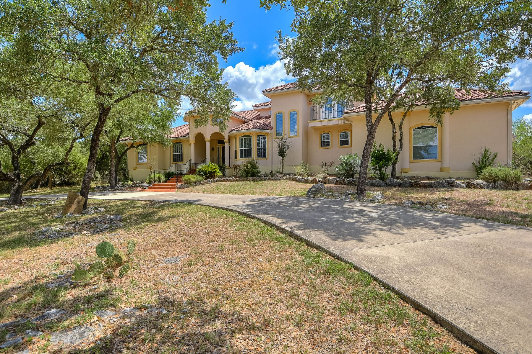 Single Family Home for Sale at Stately Home in River Chase 262 Northridge New Braunfels, Texas 78132 United States