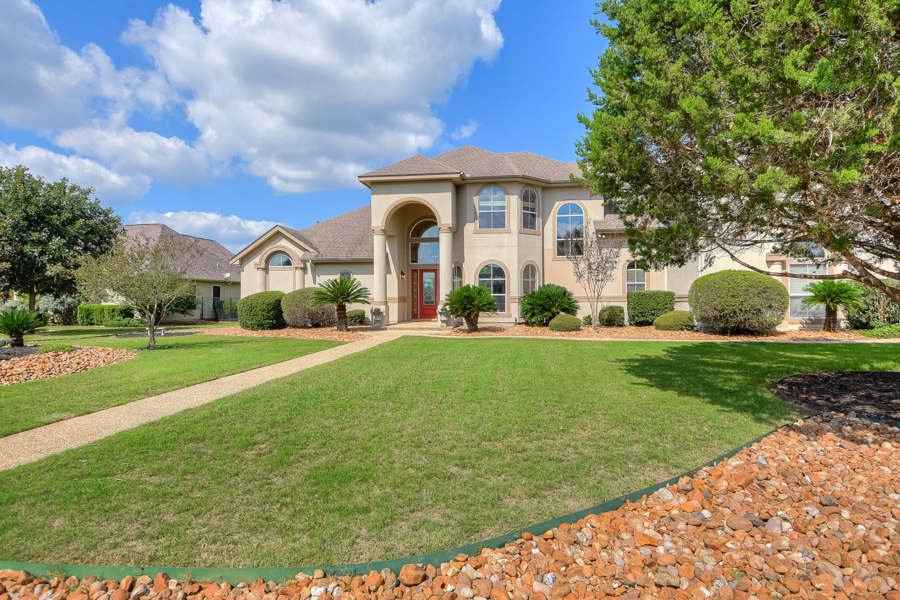 Single Family Homes for Active at Meticulously Maintained Property with Lush Oasis 31035 Keeneland Drive Fair Oaks Ranch, Texas 78015 United States