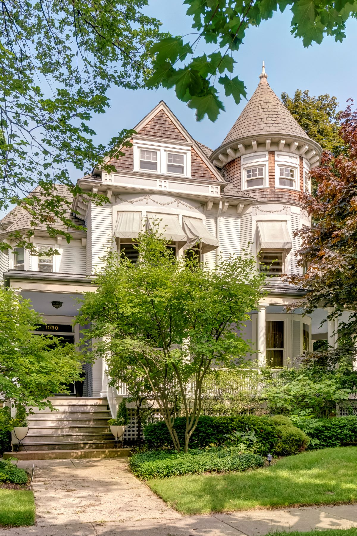 Single Family Homes voor Verkoop op Esquisite Queen Anne Landmark Victorian 1039 Forest Avenue, Evanston, Illinois 60202 Verenigde Staten