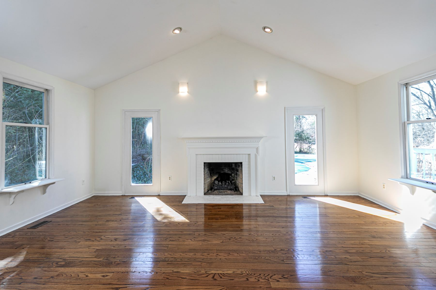 Additional photo for property listing at Versatility & Elegance in The Ridings 3 Coach Drive, Lawrenceville, New Jersey 08648 United States
