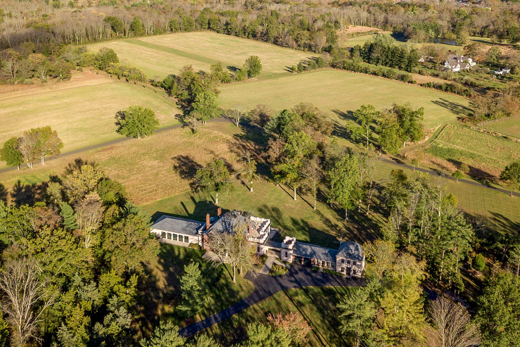 Single Family Homes pour l Vente à Write the Next Chapter of This Chateau's Epic Tale 306 Carter Road, Princeton, New Jersey 08540 États-Unis