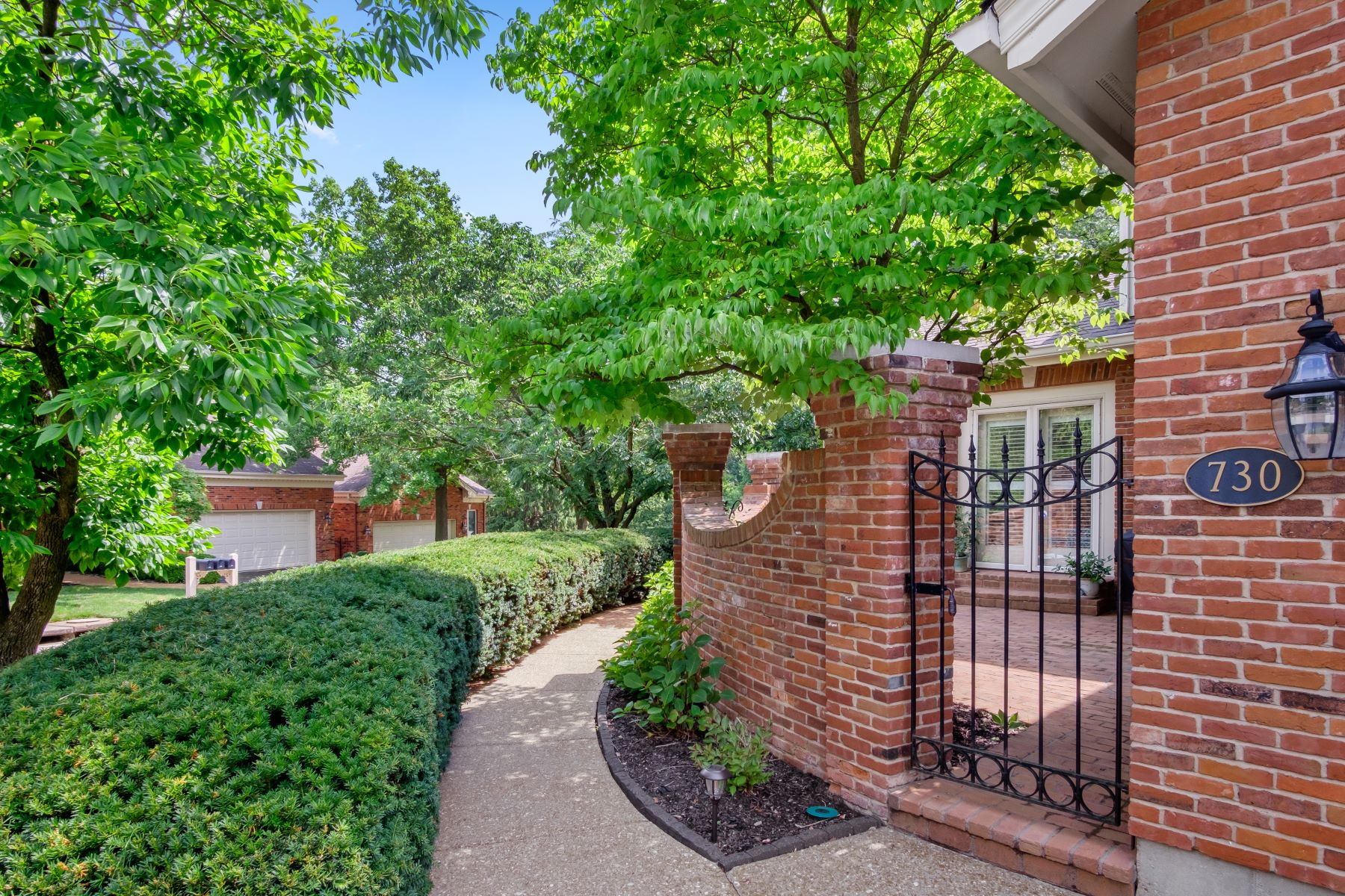 Additional photo for property listing at Spacious Condo On A Serene Lake in Town & Country 730 Fairfield Lake Drive #1 Chesterfield, Missouri 63017 United States