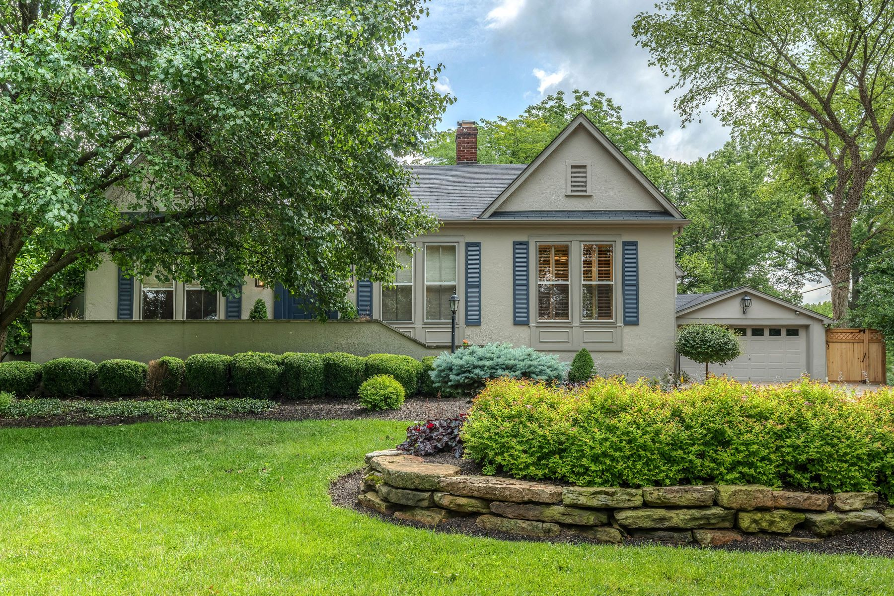 Single Family Homes for Sale at Entertainer's Delight in the Heart of Ladue 250 North Price Road Ladue, Missouri 63124 United States