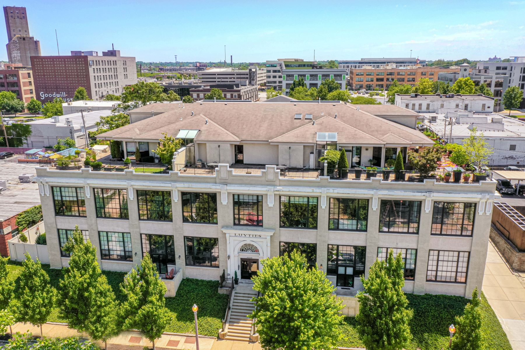 Condominiums for Sale at Two-story loft condo in the Central West End 4200 Laclede Avenue #201 St. Louis, Missouri 63108 United States