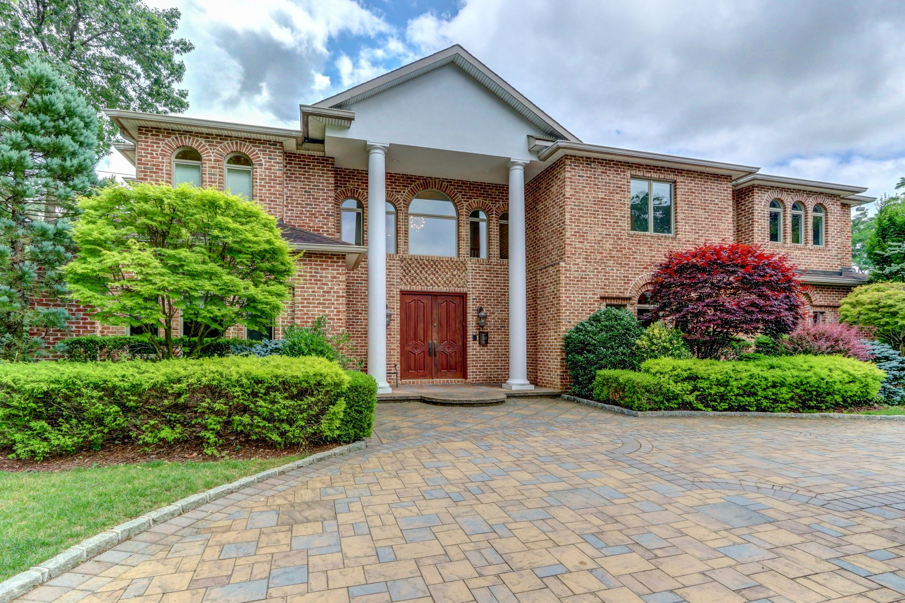 Single Family Homes 為 出售 在 22 Schoolhouse Lane, Roslyn Heights, Ny, 11577 Roslyn Heights, 纽约 11577 美國