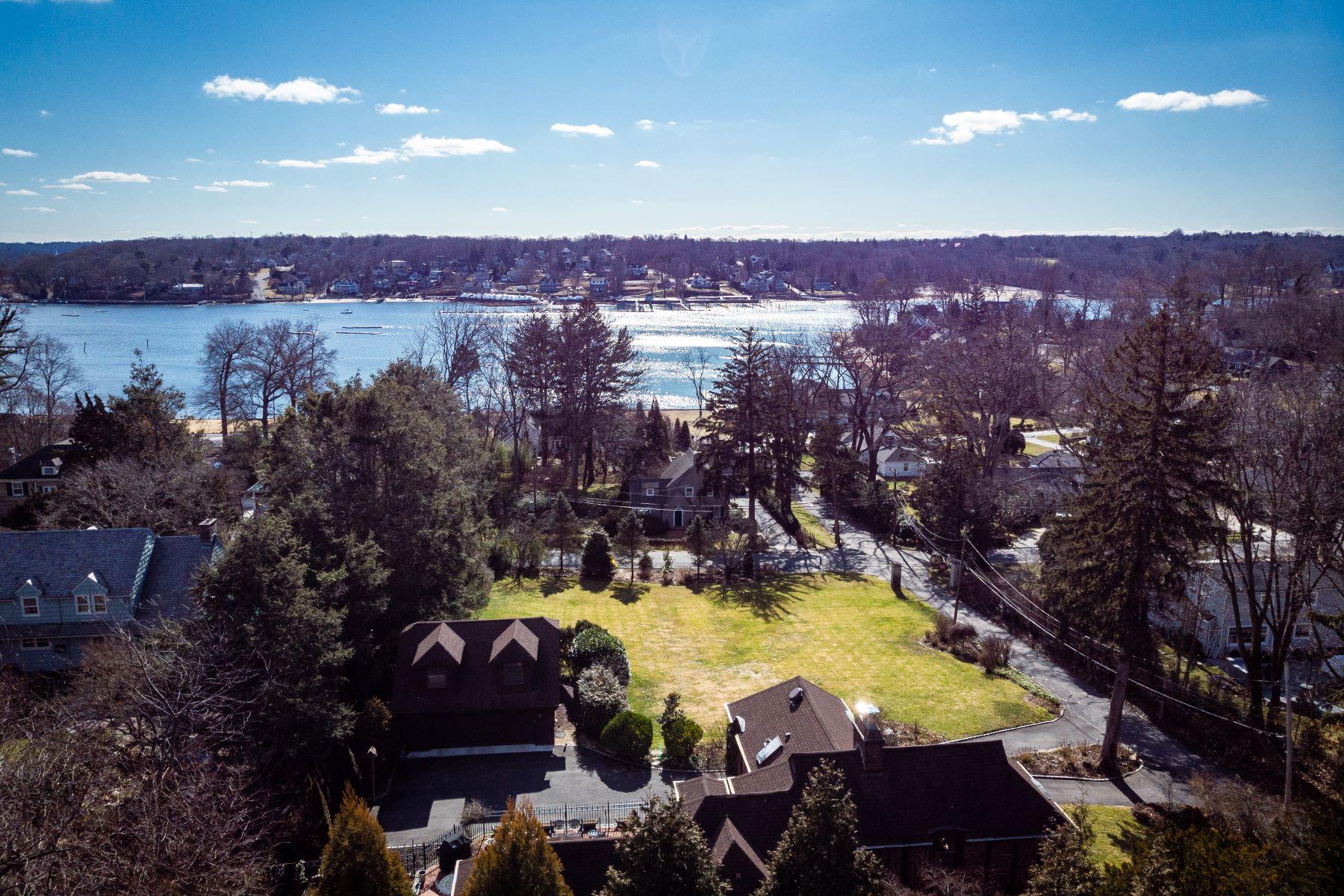 Single Family Homes 為 出售 在 Huntington Bay 312 Bay Avenue, Huntington Bay, 纽约 11743 美國