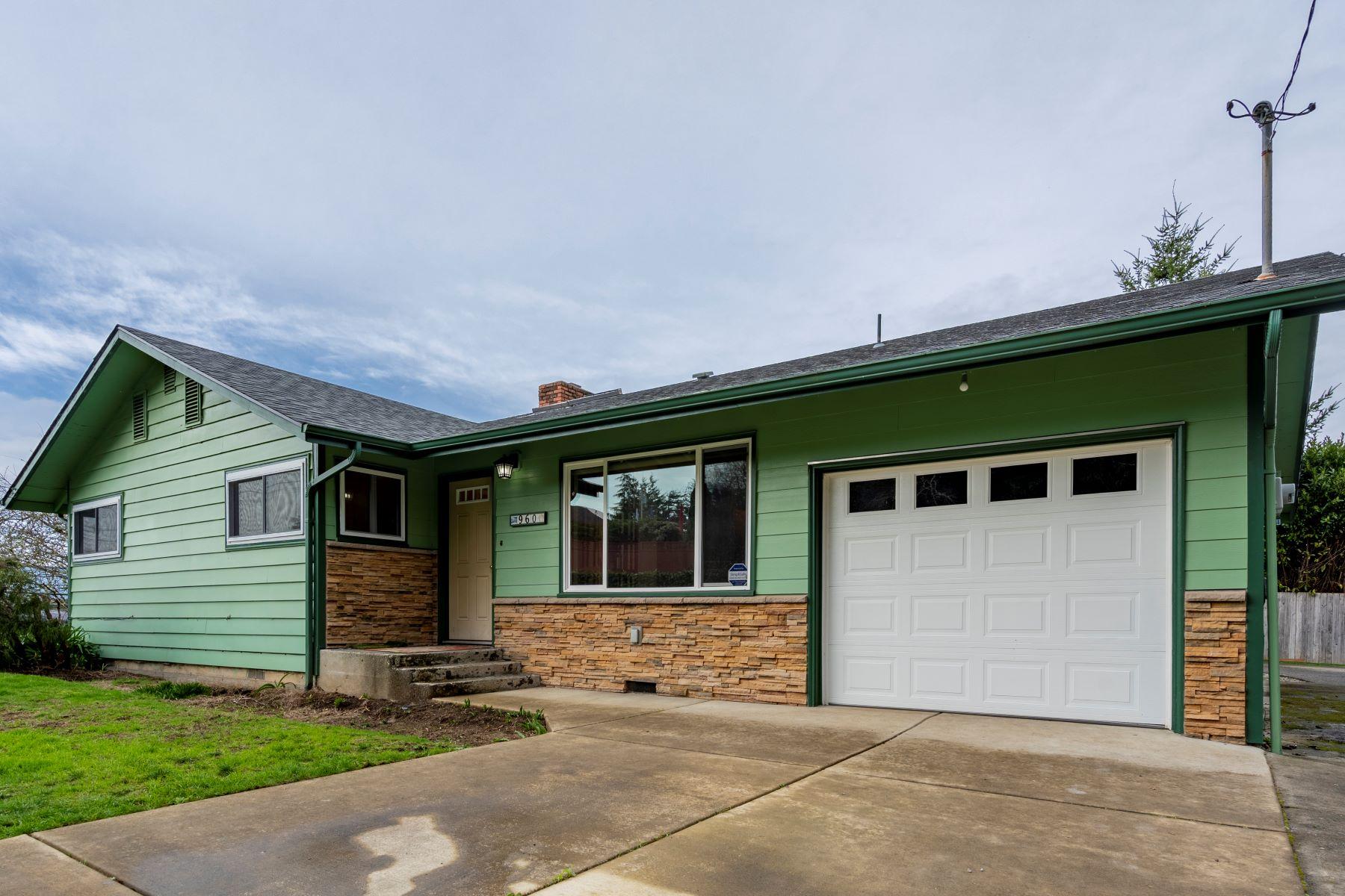 Single Family Homes για την Πώληση στο 960 Lockhart Street, North Bend, OR 97459 North Bend, Ορεγκον 97459 Ηνωμένες Πολιτείες