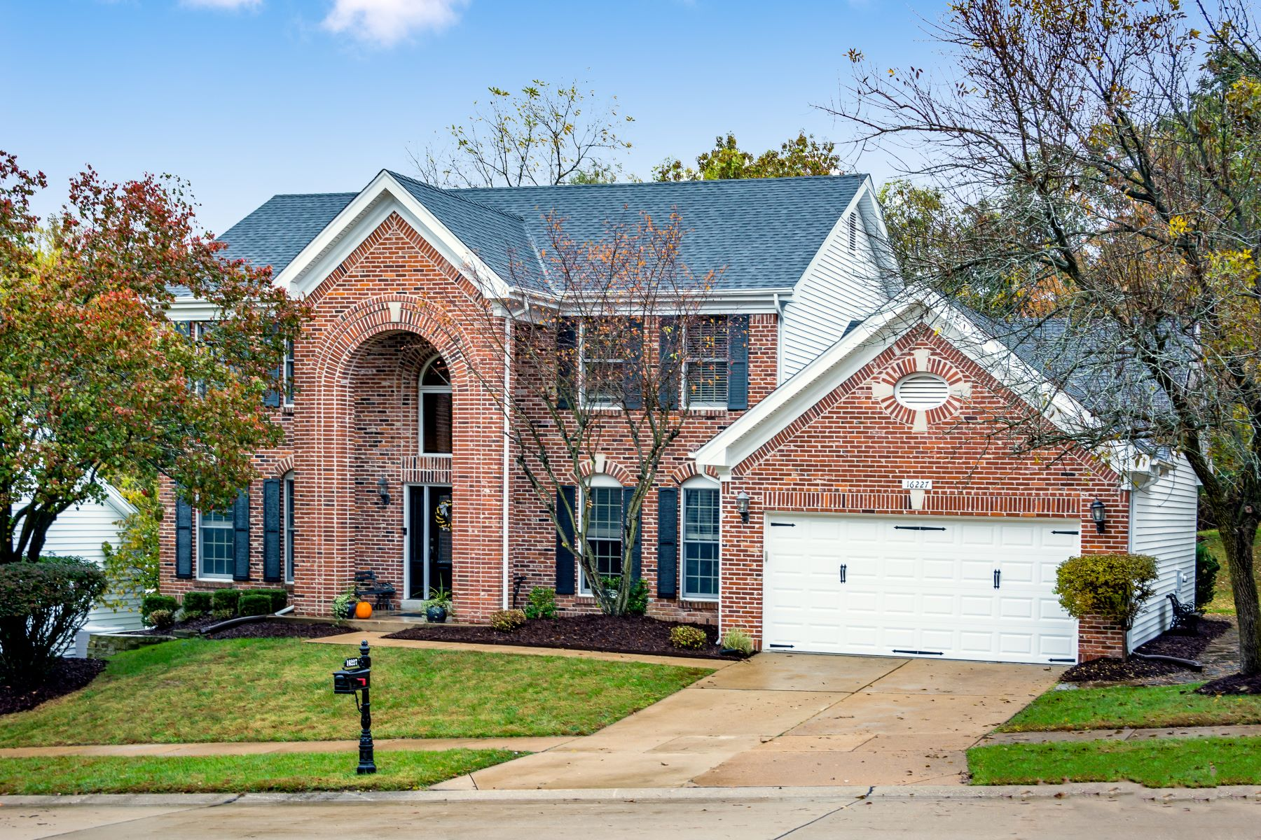 Additional photo for property listing at Beautiful Home in Desirable Turnberry Subdivision 16227 Berry Hollow Court Wildwood, Missouri 63011 United States