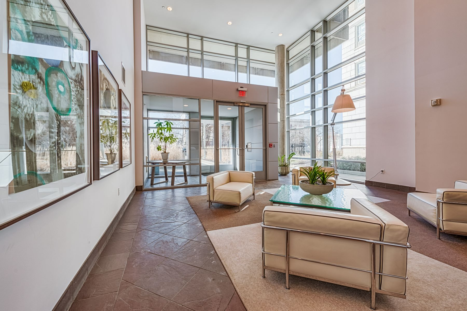 Additional photo for property listing at Central West End Condo 4545 Lindell Boulevard #11 St. Louis, Missouri 63108 United States
