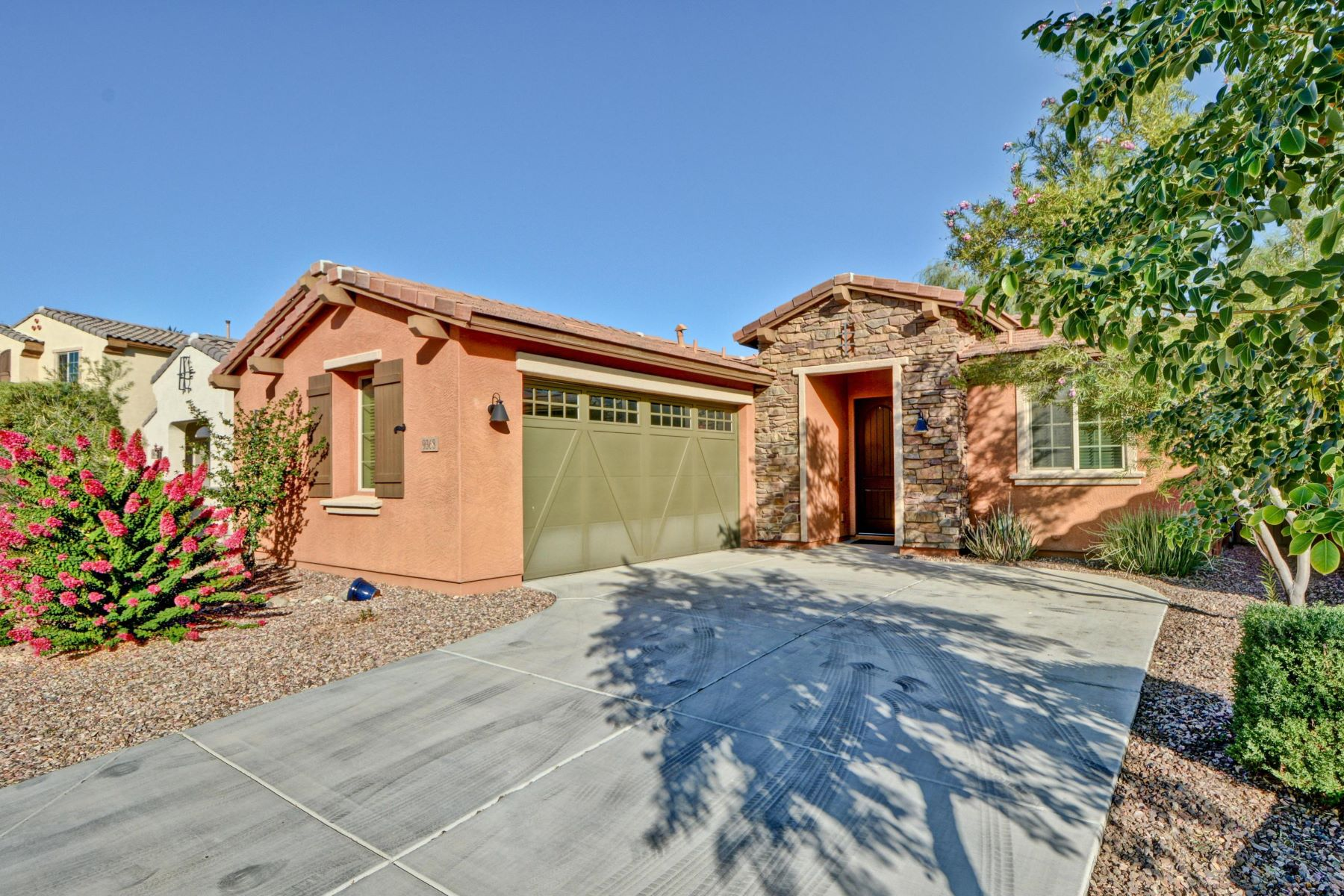 Single Family Homes por un Venta en Plaza Del Rio 9368 W Sweetwater Drive Peoria, Arizona 85381 Estados Unidos