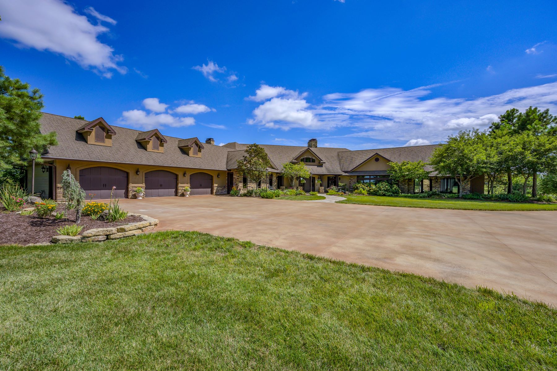 Single Family Homes for Sale at Country Shores Nature Estate 17715 Barth Avenue Salisbury, Missouri 65281 United States