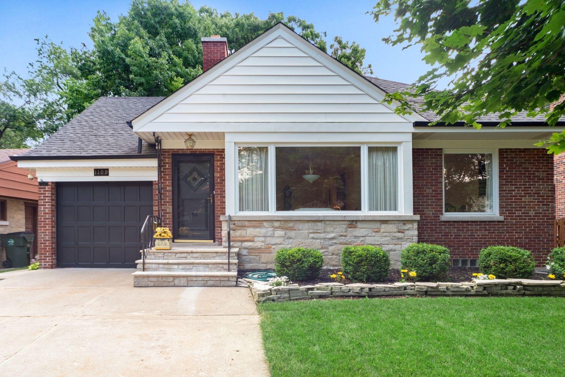 Single Family Homes for Active at Gorgeous Park Ridge Home 1109 S Aldine Avenue Park Ridge, Illinois 60068 United States