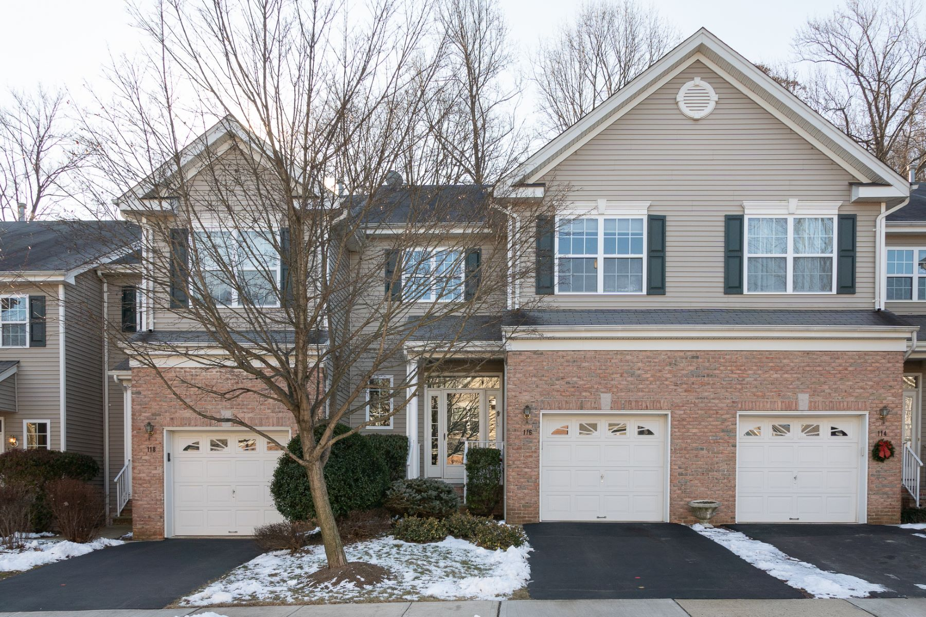 Single Family Homes for Sale at Downsizing is A Dream In This Montgomery Hills Townhouse 116 Hoover Avenue, Princeton, New Jersey 08540 United States