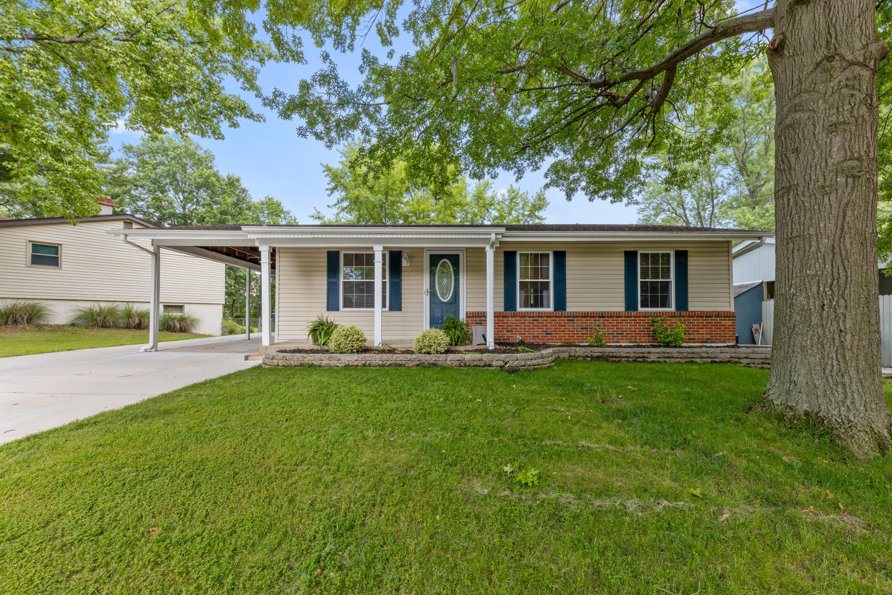 Single Family Homes for Sale at Ranch in Rockwood School District 664 Greenhurst Court Fenton, Missouri 63026 United States