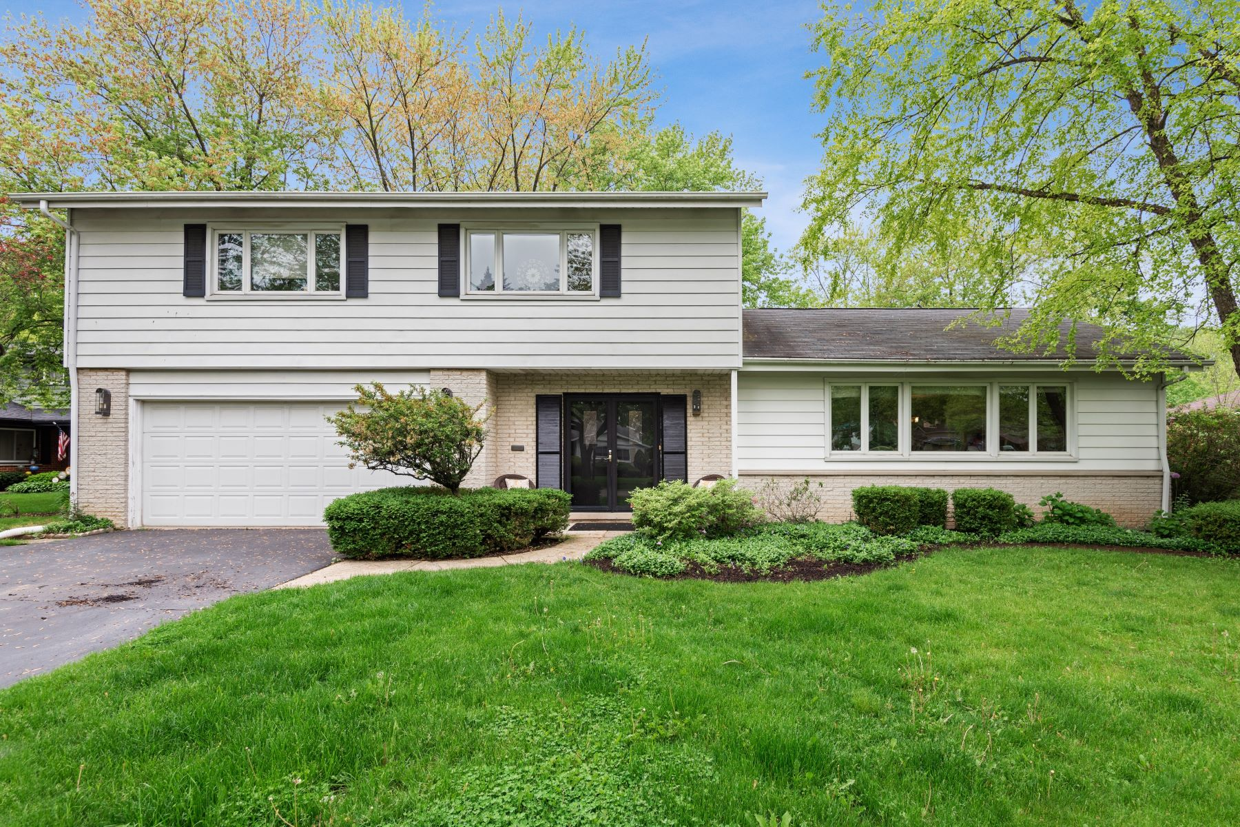 Single Family Homes for Active at A True Gem 1616 Birch Road Northbrook, Illinois 60062 United States