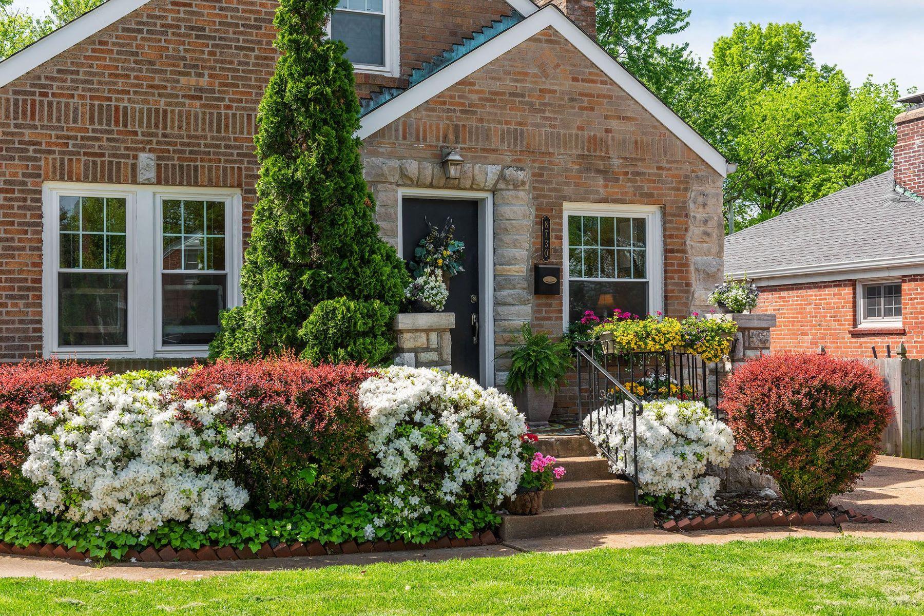 single family homes 为 销售 在 8730 Bridgeport Avenue 布洛特伍德, 密苏里州 63144 美国