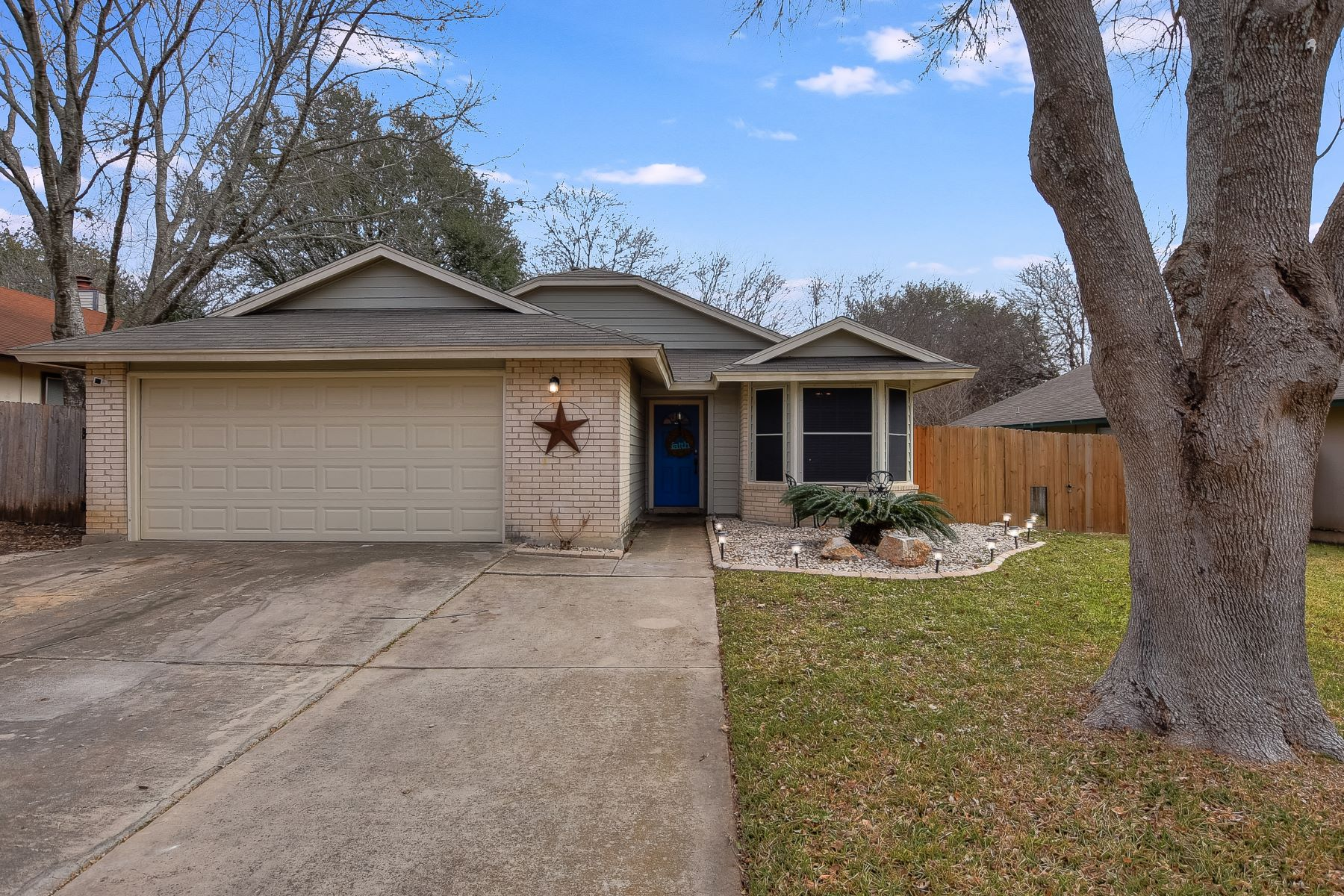 واحد منزل الأسرة للـ Sale في Charming Single Story Home 12230 Ridge Court Street, San Antonio, Texas, 78247 United States