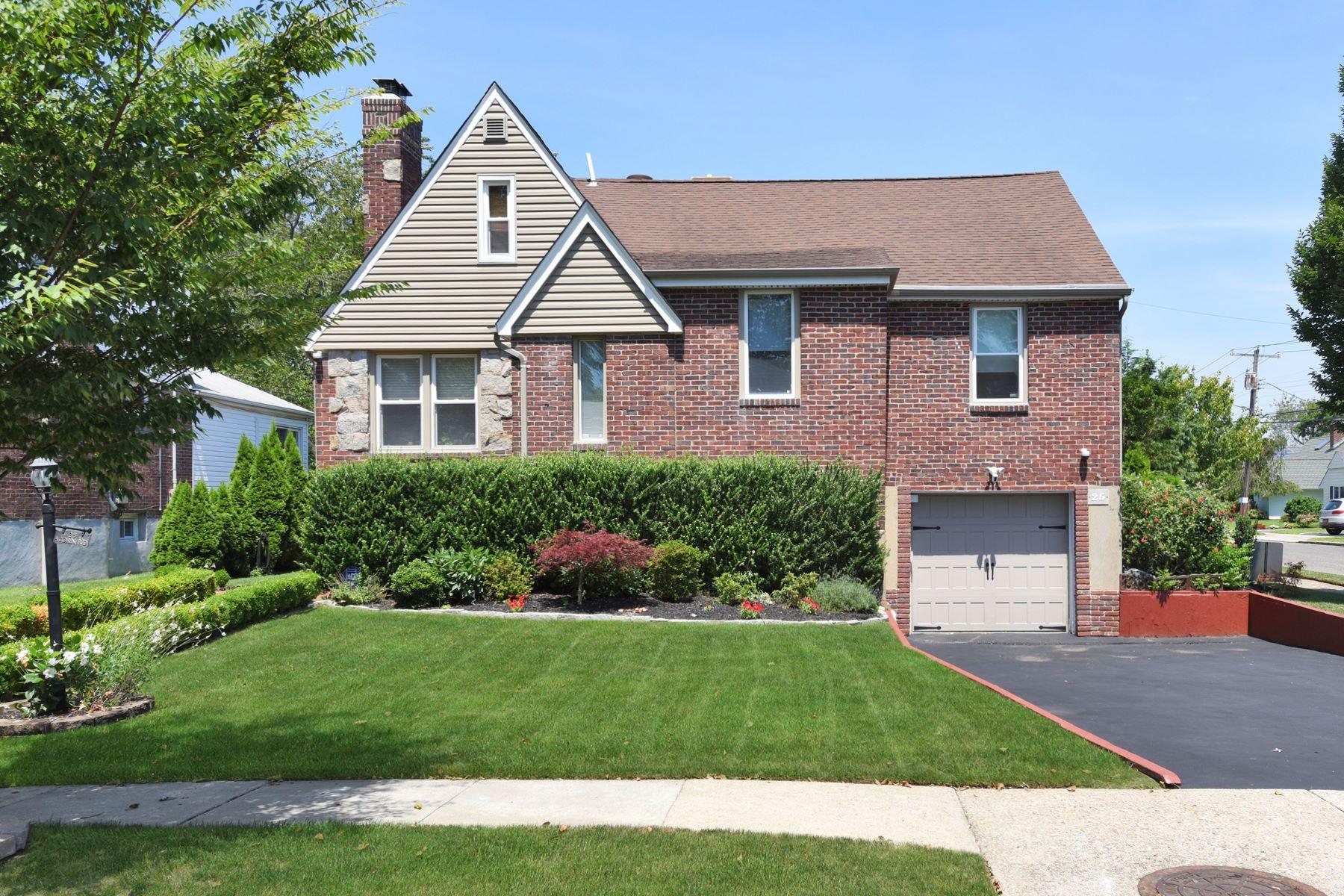 Single Family Homes 為 出售 在 25 Acorn Rd, E. Rockaway, Ny, 11518 East Rockaway, 纽约 11518 美國