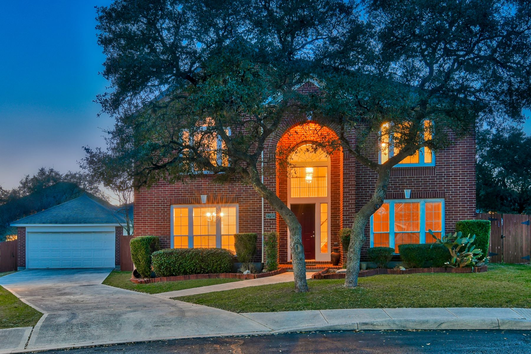 Single Family Home for Sale at Pristine Home in Trinity Oaks 2702 Glenbrook Way, San Antonio, Texas, 78261 United States