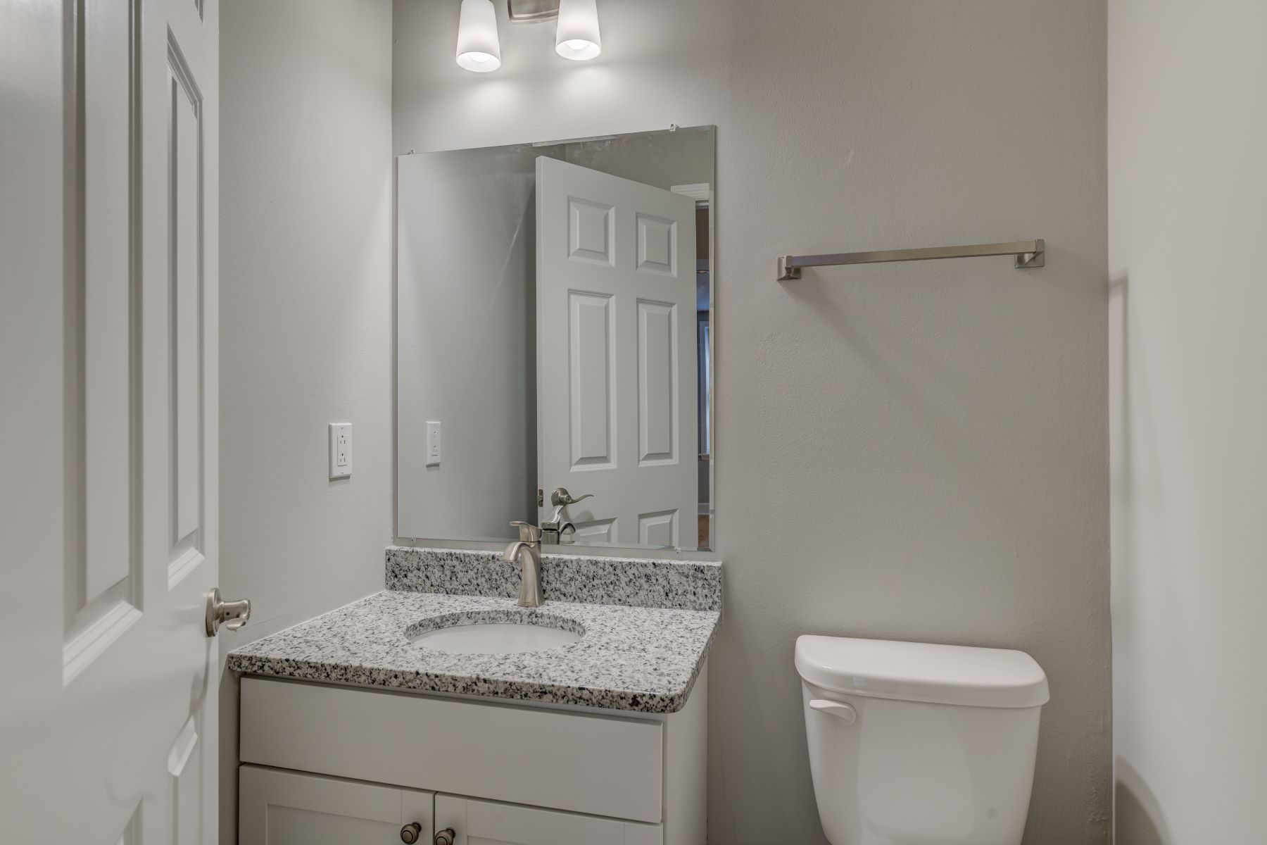 Additional photo for property listing at Fountain View in Old Town Clayton 7749 Kingsbury Boulevard #22 Clayton, Missouri 63105 United States
