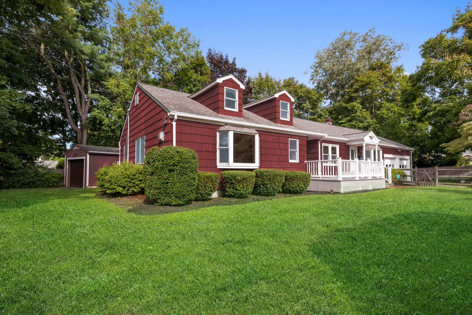 Single Family Homes for Sale at 9 Tanglewood Court, Greenlawn, Ny, 11740 9 Tanglewood Court Greenlawn, New York 11740 United States
