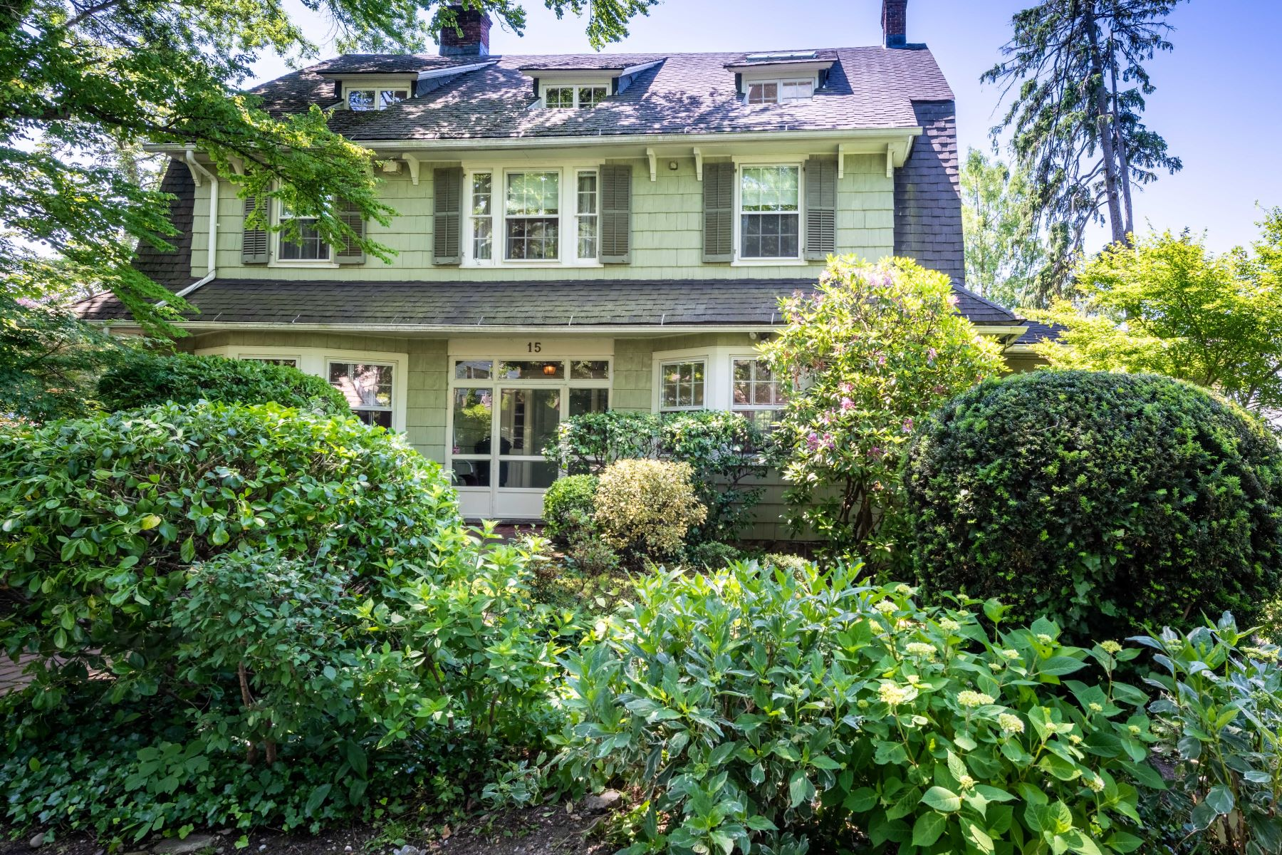 Single Family Homes 為 出售 在 15 Shore Road, Douglaston, Ny, 11363 Douglaston, 纽约 11363 美國