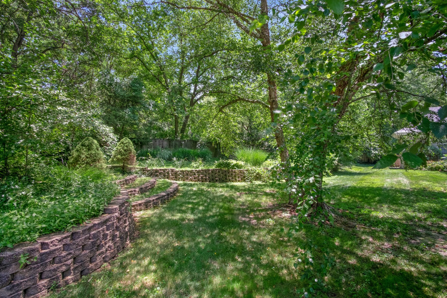Additional photo for property listing at Exceptional Opportunity to Create Your Dream Home 2038 North Geyer Road Frontenac, Missouri 63131 United States