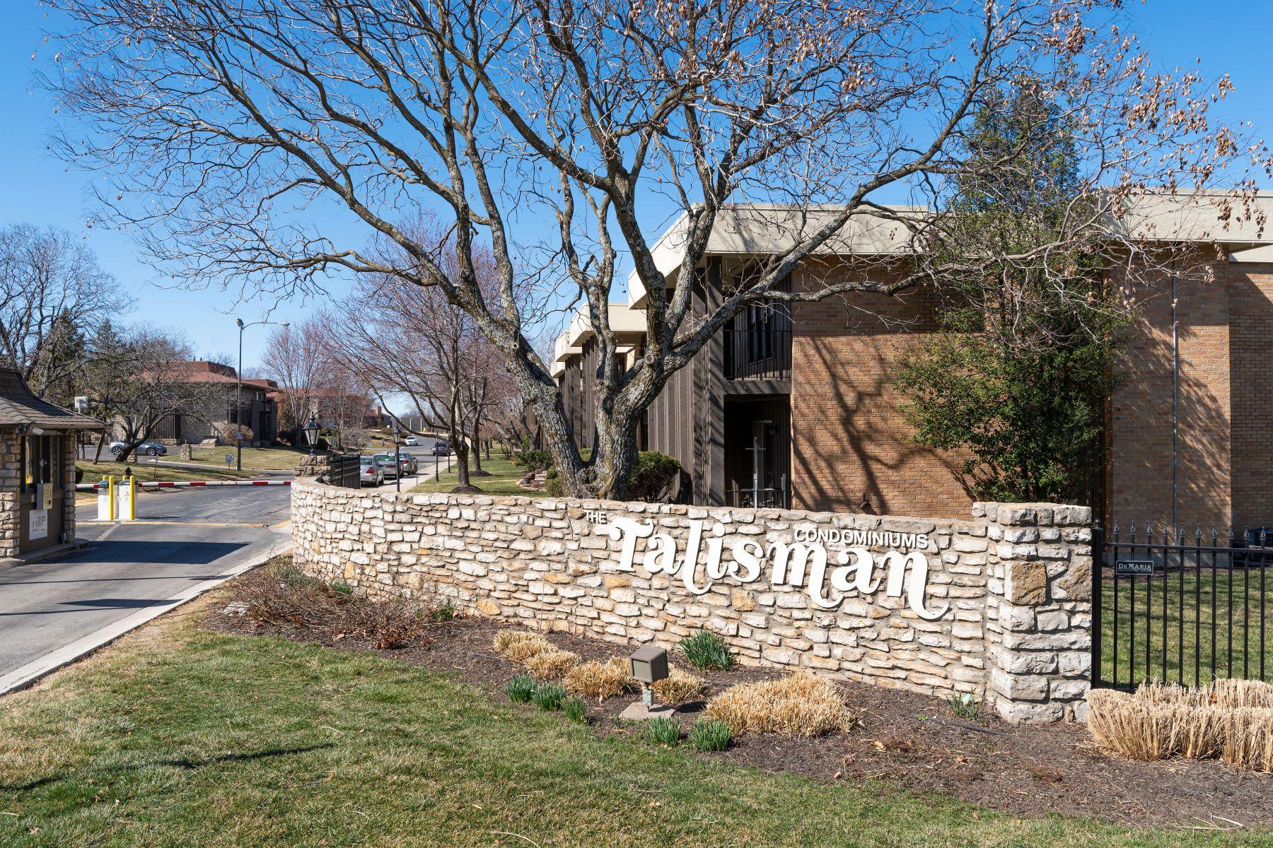 Condominiums 为 销售 在 449 West 104th Street, Kansas City, MO 64114 449 West 104th Street Unit C Kansas City, 密苏里州 64114 美国