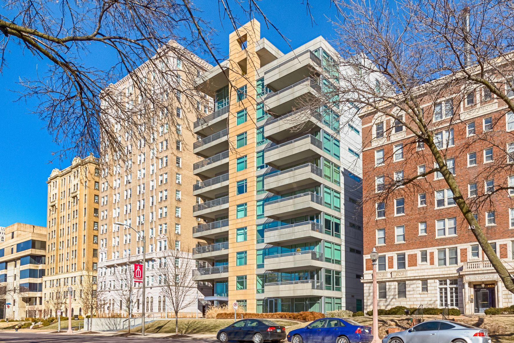 Condominiums for Sale at A Central West End Oasis 4545 Lindell Boulevard #14 St. Louis, Missouri 63108 United States