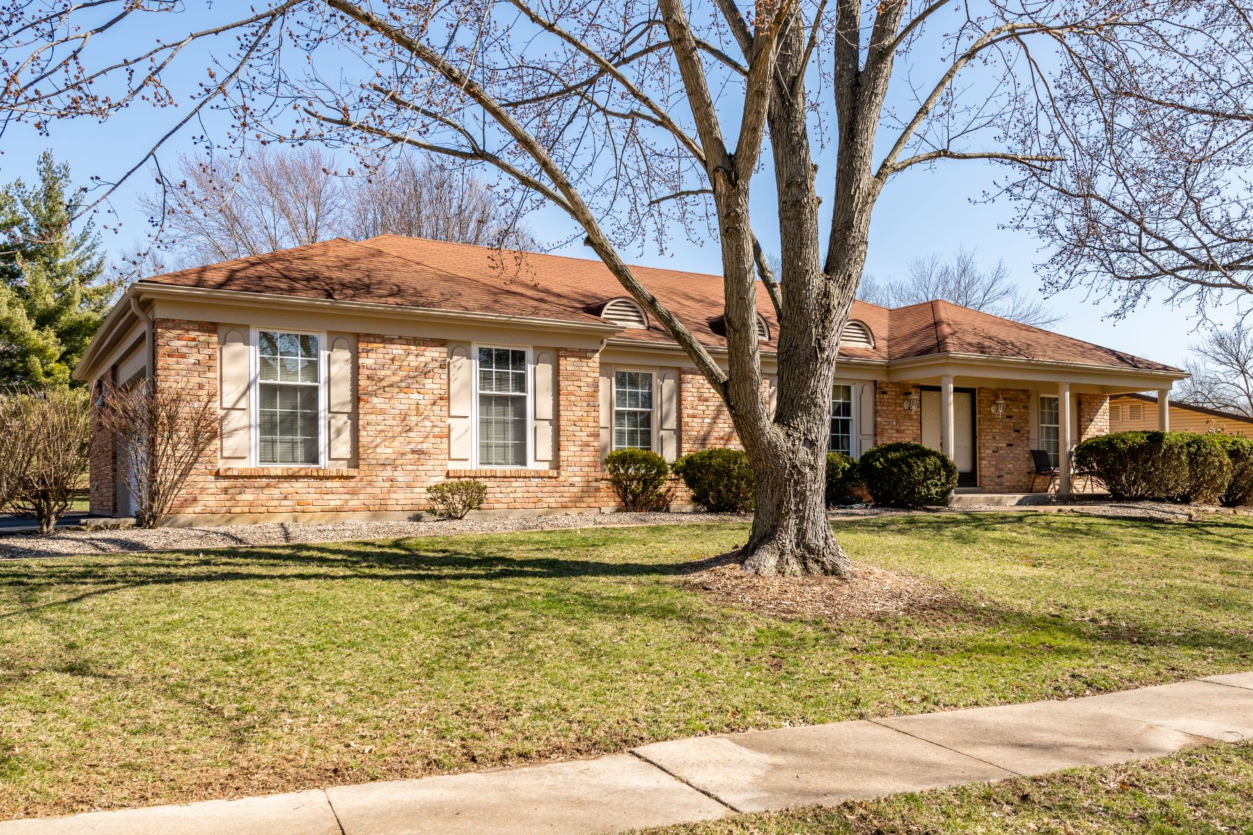 Single Family Home for Sale at 1552 Woodroyal West Drive, Chesterfield, MO 63017 1552 Woodroyal West Drive Chesterfield, Missouri 63017 United States