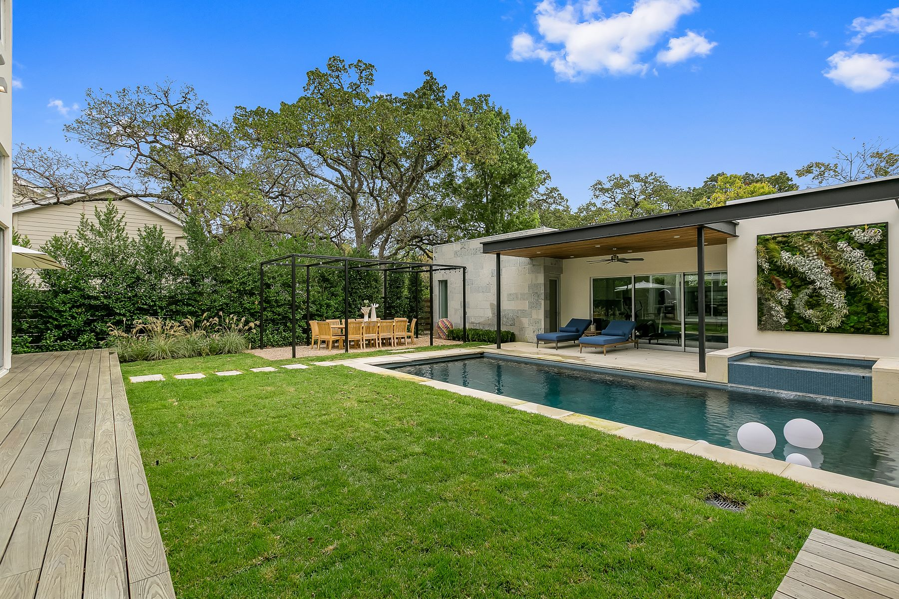 Additional photo for property listing at Privately Gated Estate in the Heart of Tarrytown 1309 Meriden Ln Austin, Texas 78703 United States