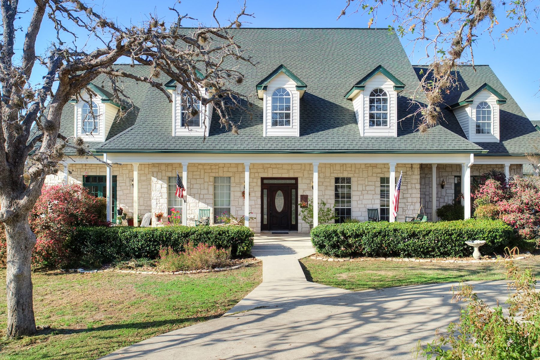 Single Family Homes for Active at Charming Home in Lake Valley 529 Lake Valley Drive La Vernia, Texas 78121 United States