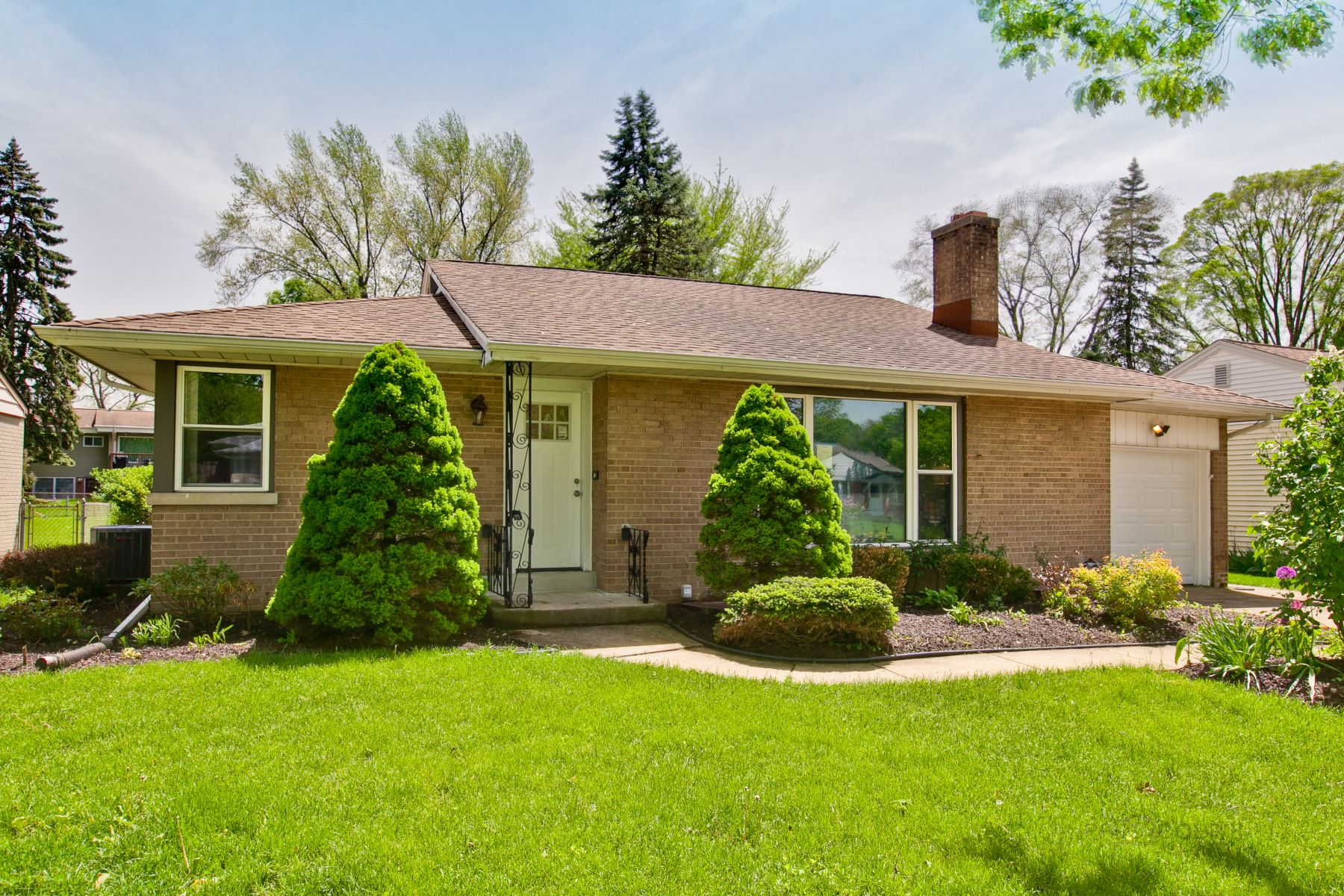 Single Family Homes for Active at Updated Brick Mid Century 143 W Washington Boulevard Lombard, Illinois 60148 United States