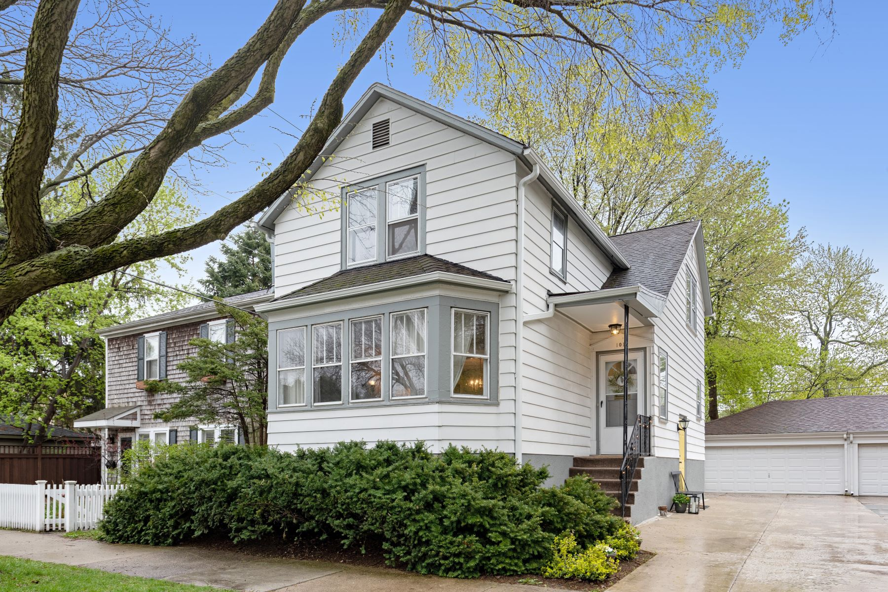 Single Family Homes for Active at Beautiful Oak Park Home 1017 Division Street Oak Park, Illinois 60302 United States