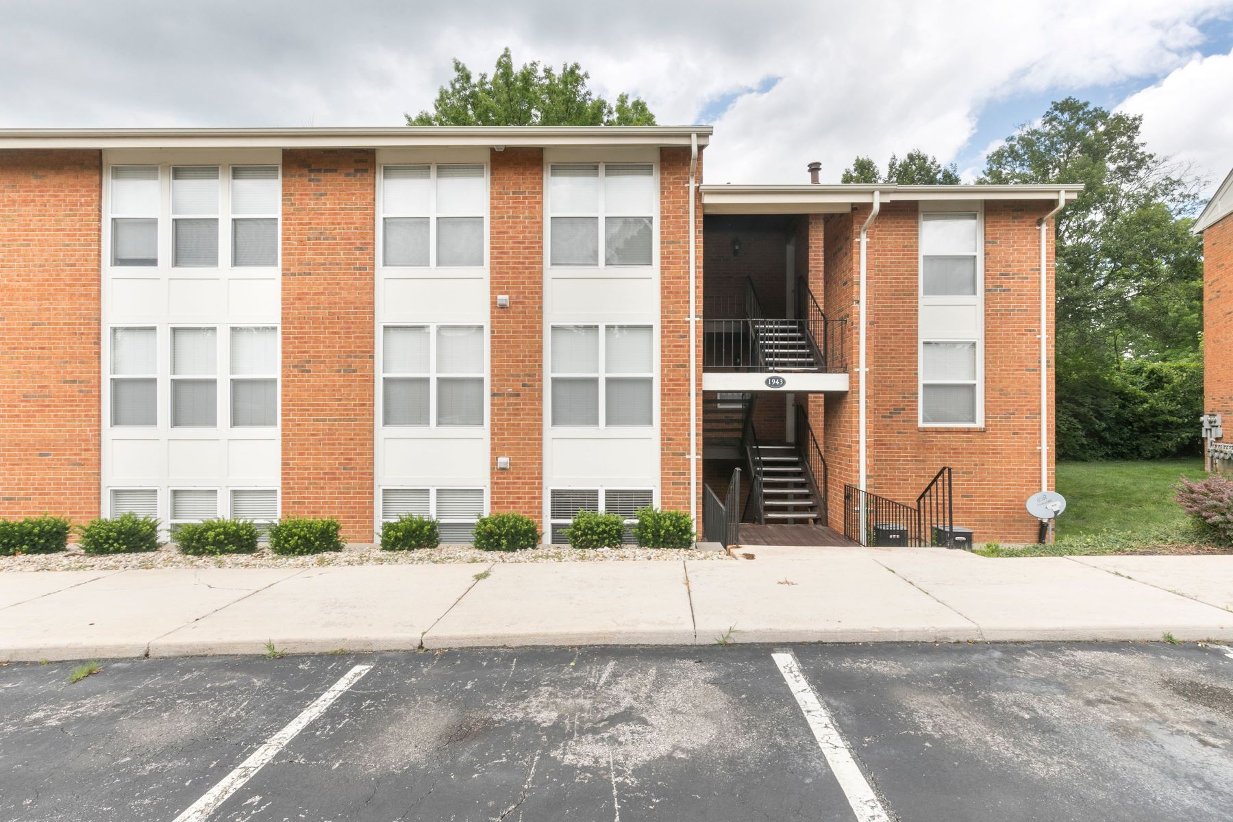 Condominiums for Sale at Perfect Condo in Kirkwood 1943 Greenpoint Drive #102 Kirkwood, Missouri 63122 United States
