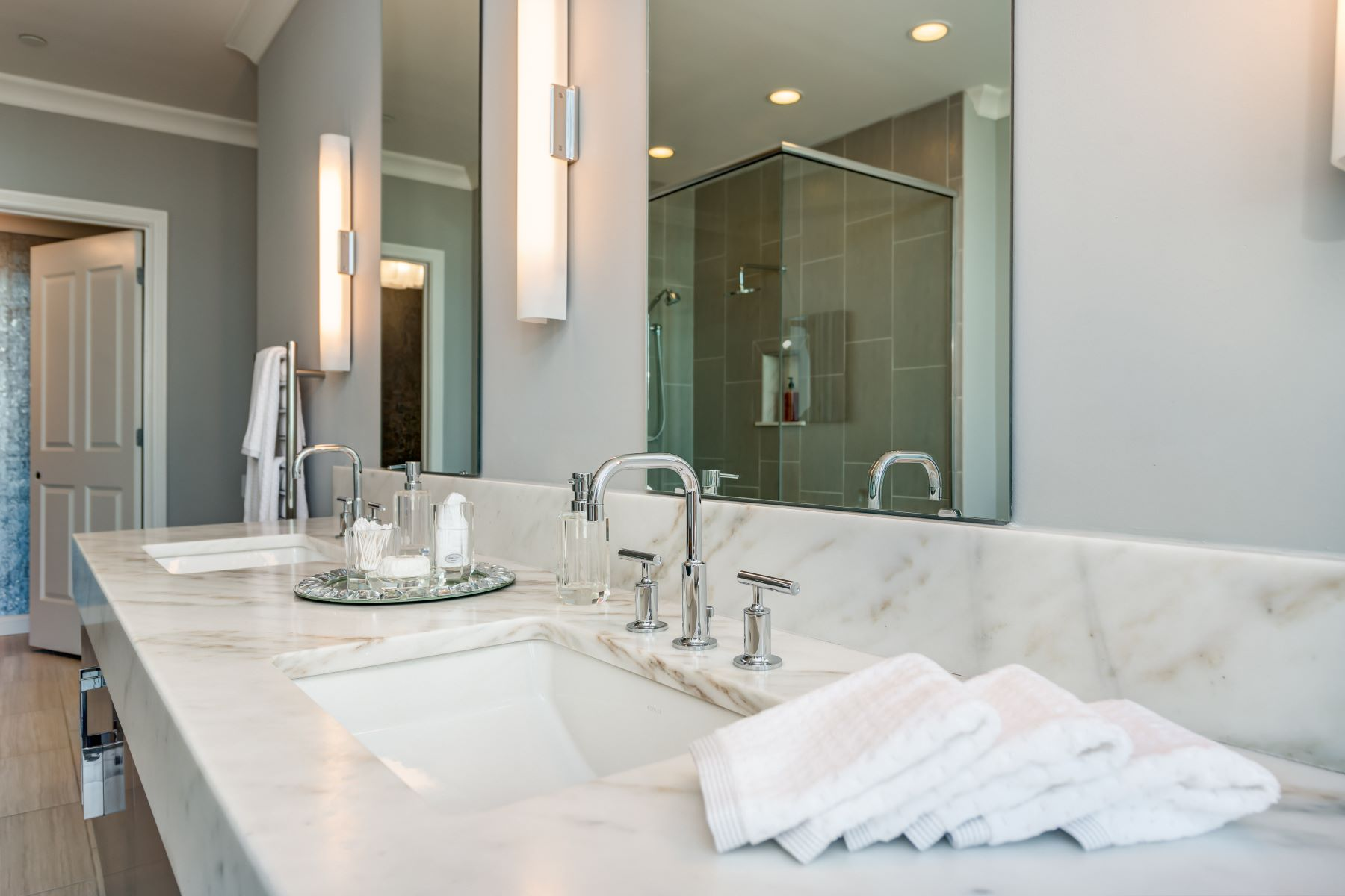 Additional photo for property listing at Park East Tower 4909 Laclede Avenue #2402 St. Louis, Missouri 63108 United States