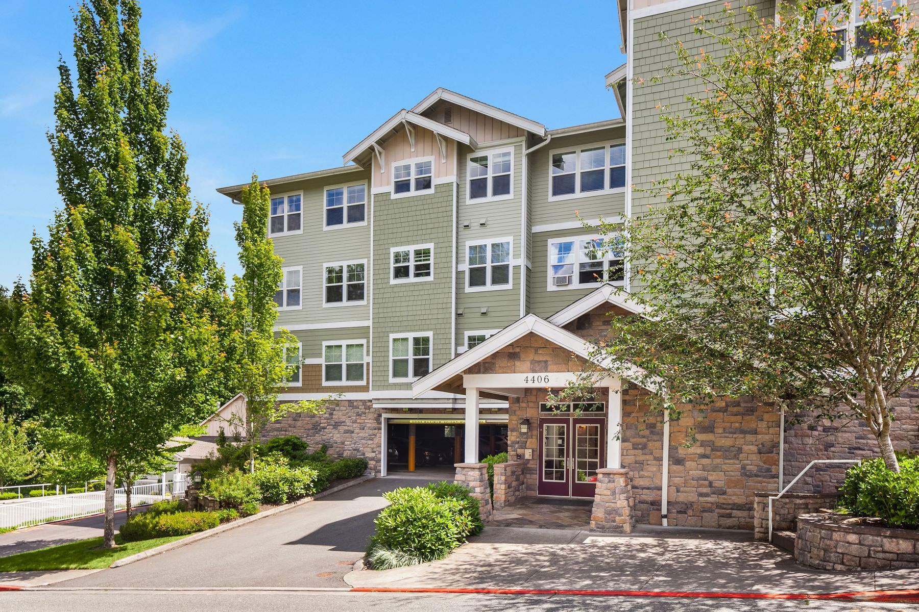 Condominiums for Sale at 4406 Providence Point Place SE Unit#307, Issaquah, WA 98029 4406 Providence Point Place SE Unit#307 Issaquah, Washington 98029 United States