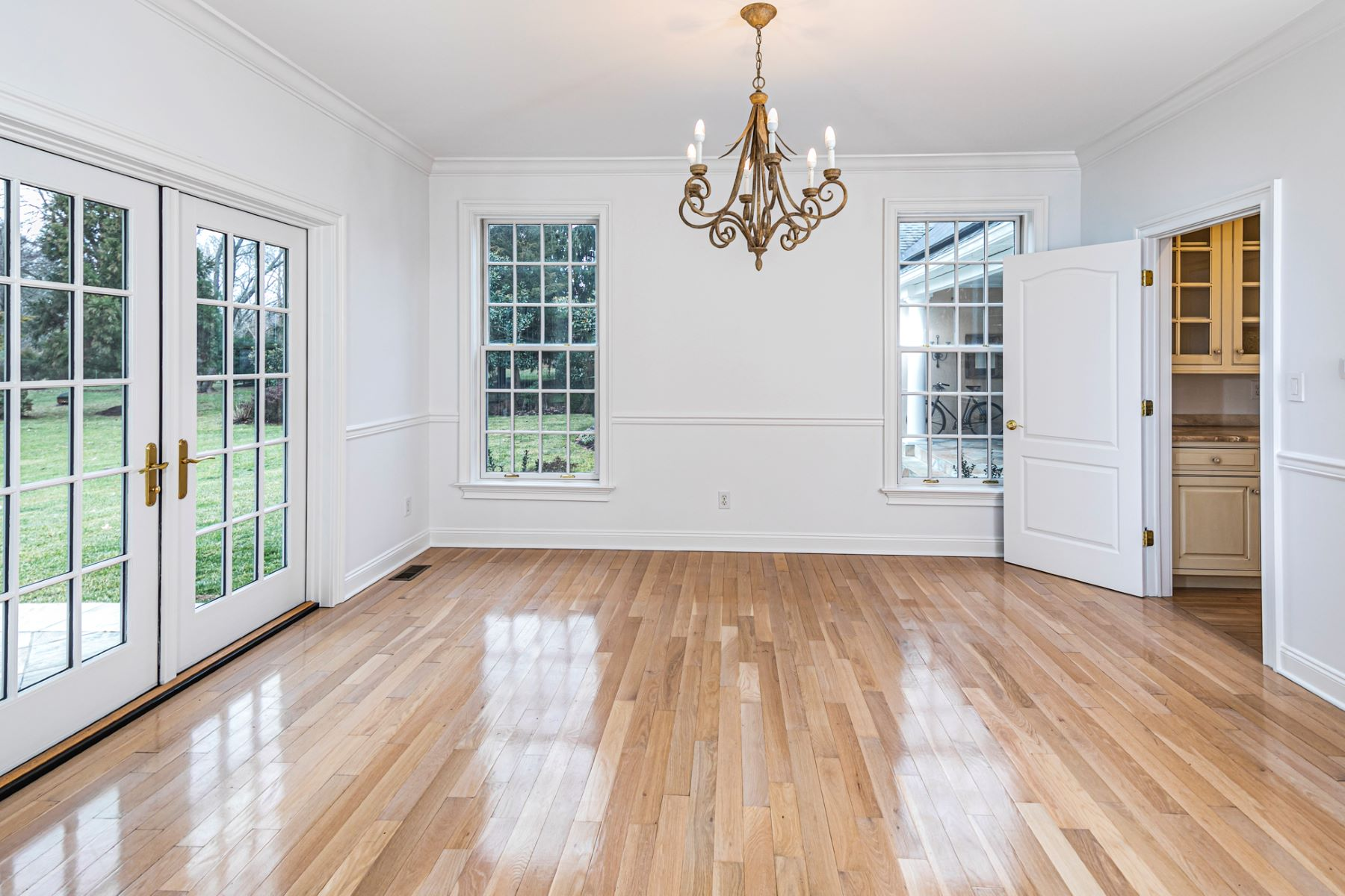 Additional photo for property listing at You'll Relish This Home For So Many Reasons 20 Meadow Lane Pennington, New Jersey 08534 United States