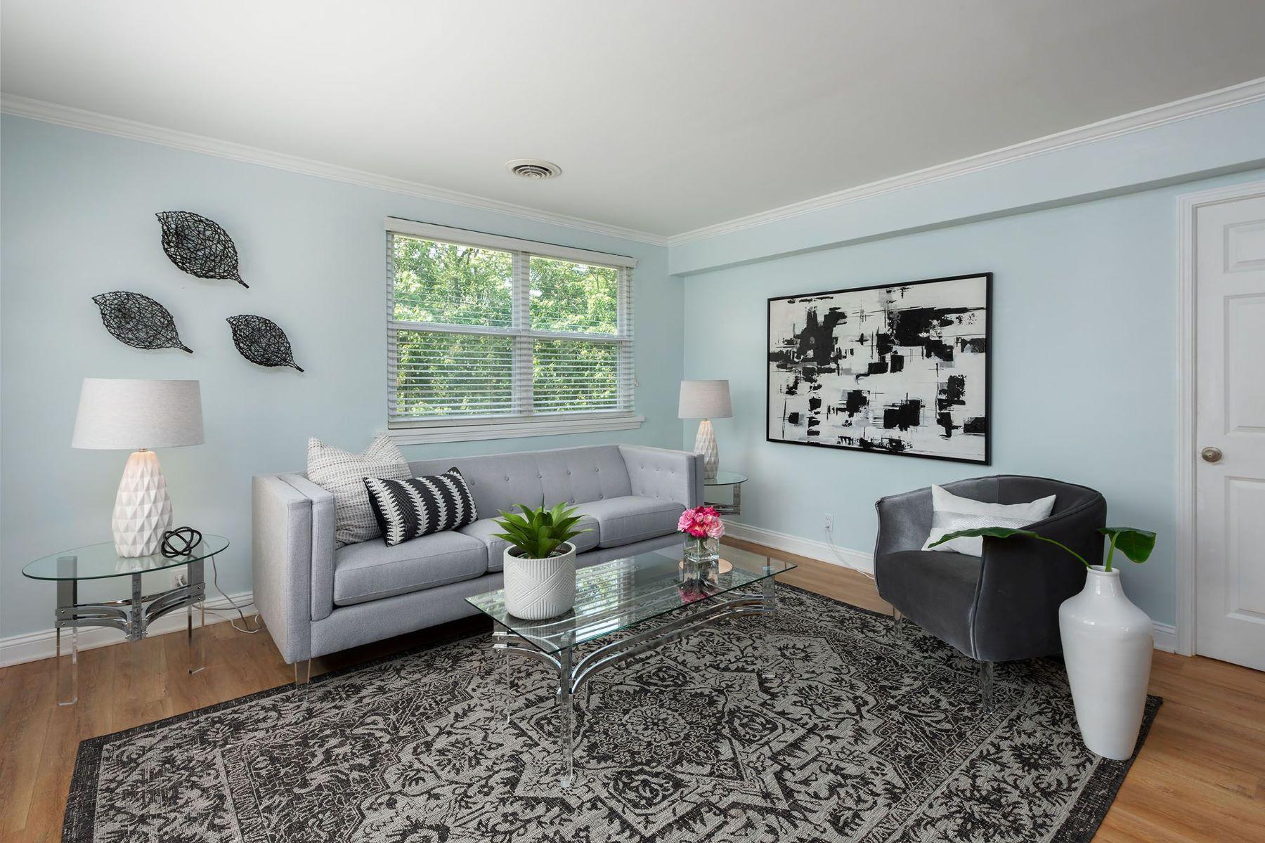 Condominium for Sale at Renovated Moorlands Condo 7571 Buckingham Drive Unit 5 Clayton, Missouri 63105 United States