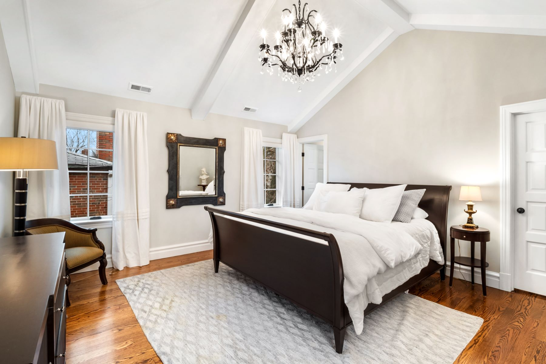 Additional photo for property listing at Incredible Period Restoration Townhome 7430 Delmar Boulevard University City, Missouri 63130 United States