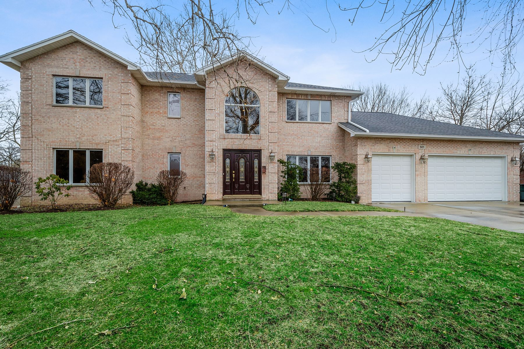 Single Family Homes for Active at Warm and Wonderful Home 501 Warren Road Glenview, Illinois 60025 United States