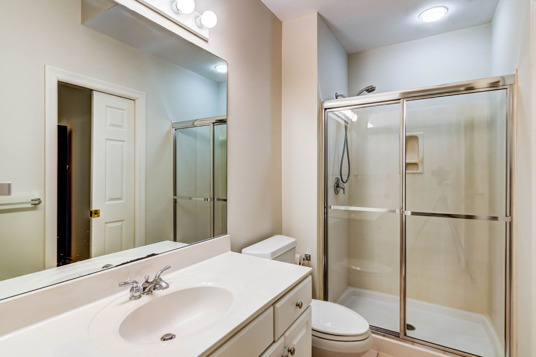 Additional photo for property listing at Custom Newer Home in Ladue School District 121 White Bridge Meadows Lane Creve Coeur, Missouri 63141 United States