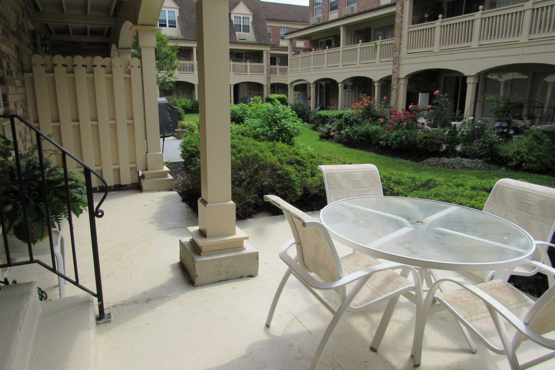Condominiums 為 出售 在 Bayside 12-30 Estates Lane, Bayside, 纽约 11360 美國