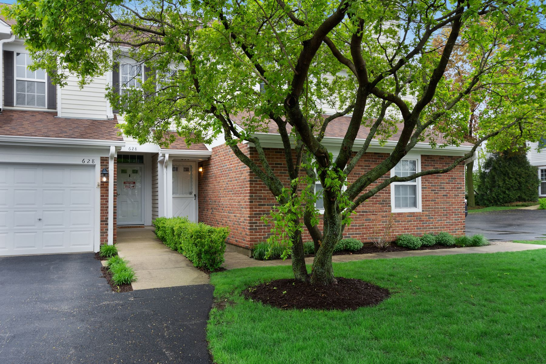 Single Family Home for Active at Wonderful Manor Home 630 Grosse Pointe Circle Vernon Hills, Illinois 60061 United States