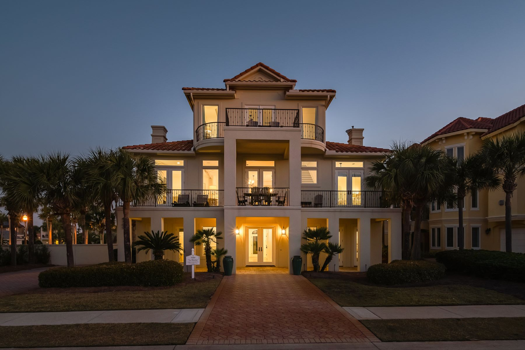 Single Family Homes for Active at 4705 Ocean Boulevard, Destin, FL 32541 4705 Ocean Boulevard Destin, Florida 32541 United States