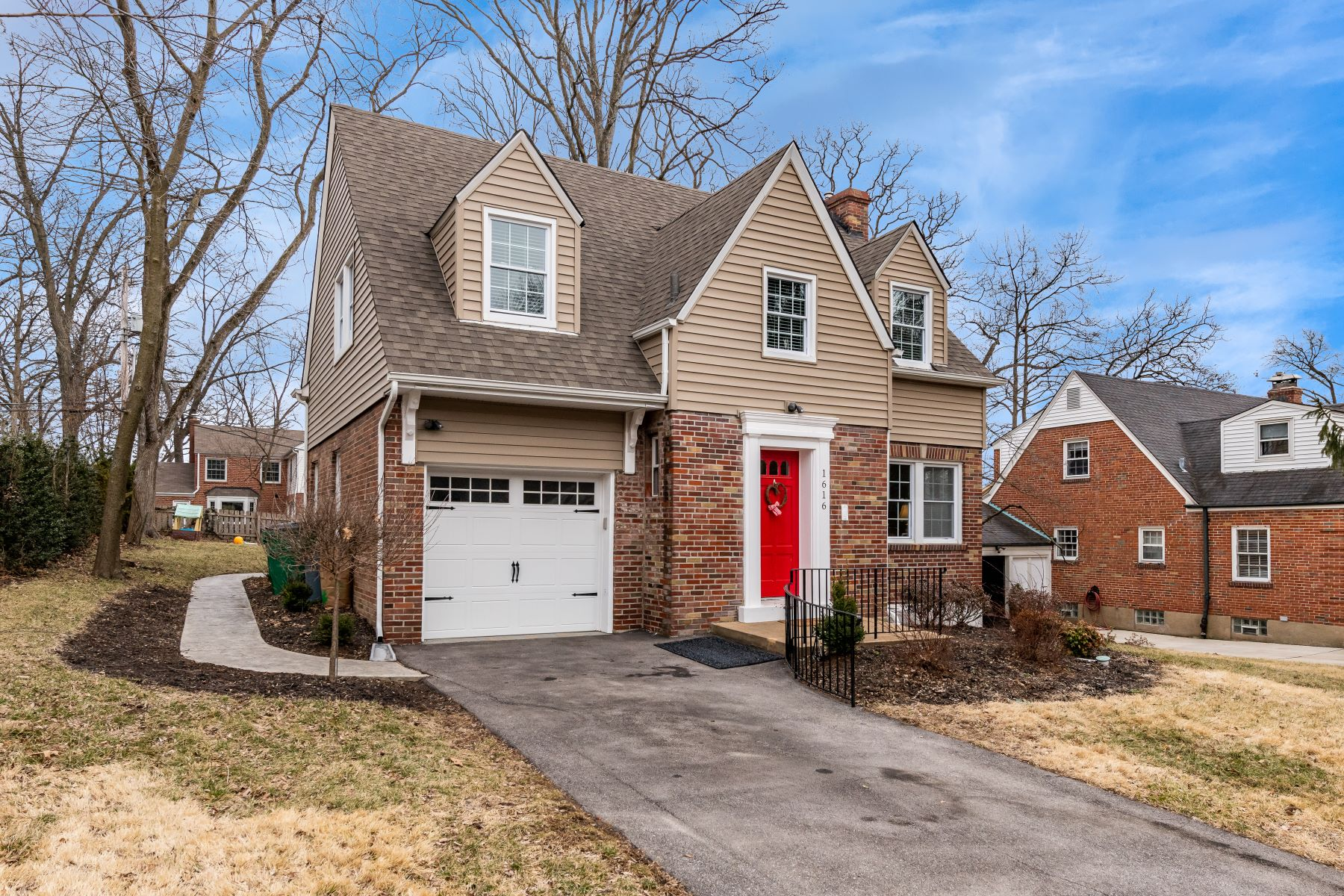 Single Family Home for Sale at Renovated Home in Warson Woods 1616 Andrew Drive St. Louis, Missouri 63122 United States
