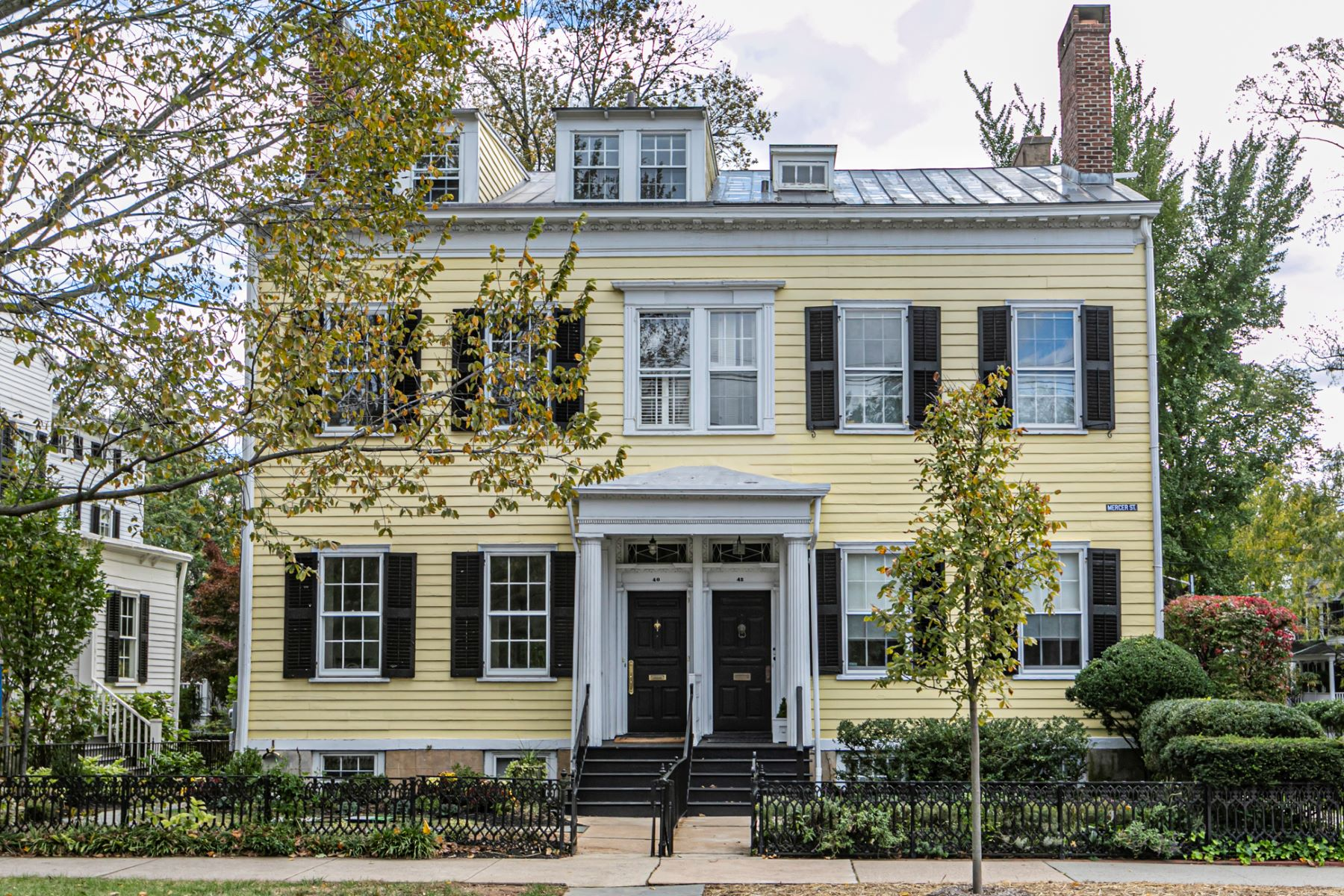 Duplex Homes pour l Vente à Newly Renovated 1825 Gem, Right in Town 40 Mercer Street, Princeton, New Jersey 08540 États-Unis