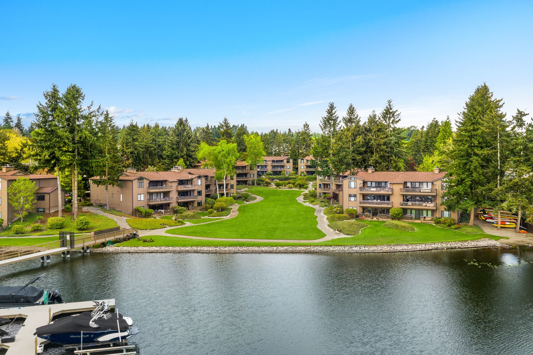 Condominiums vì Bán tại 17434 NE 40th Place Unit #C-5, Redmond, WA 98052 Redmond, Washington 98052 Hoa Kỳ