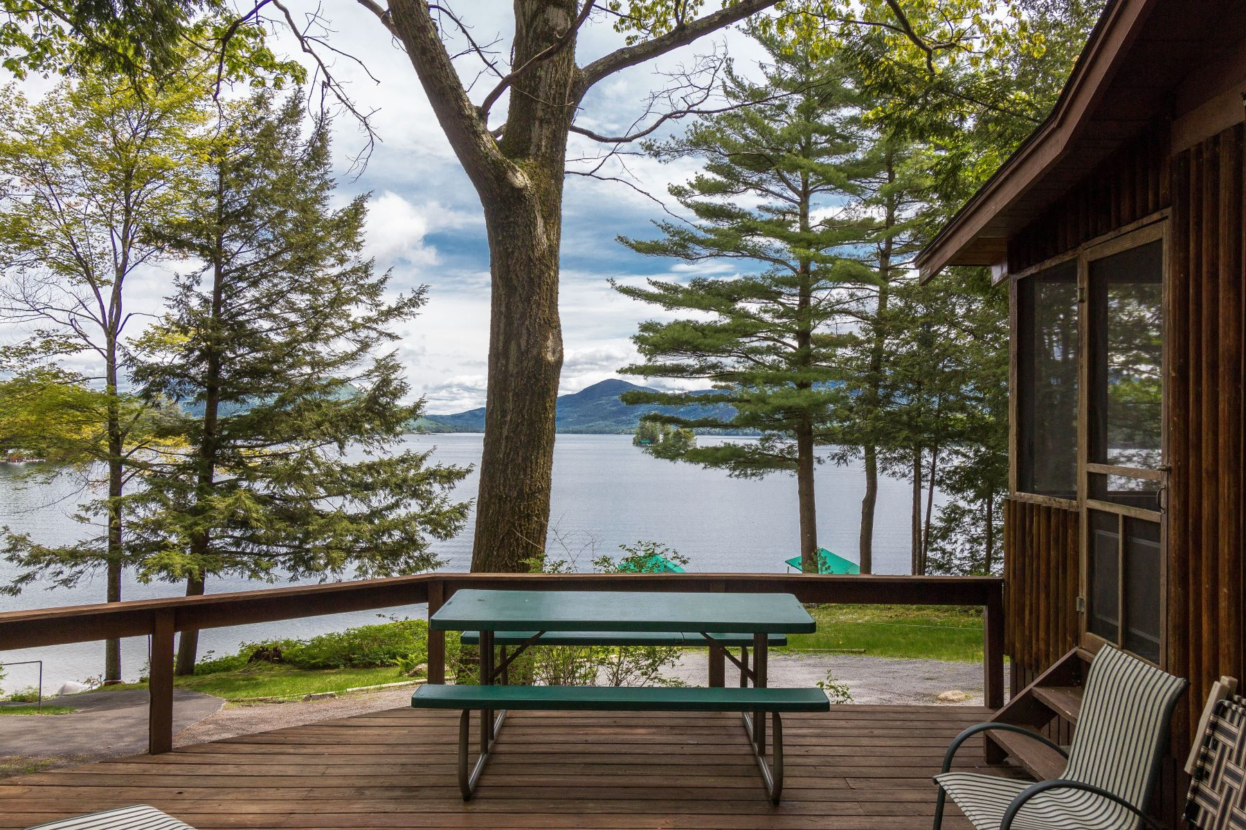 Single Family Homes 為 出售 在 Charming 3 Season Cottage on Lake George 27 Sunrise Shores Loop, Bolton, 纽约 12814 美國