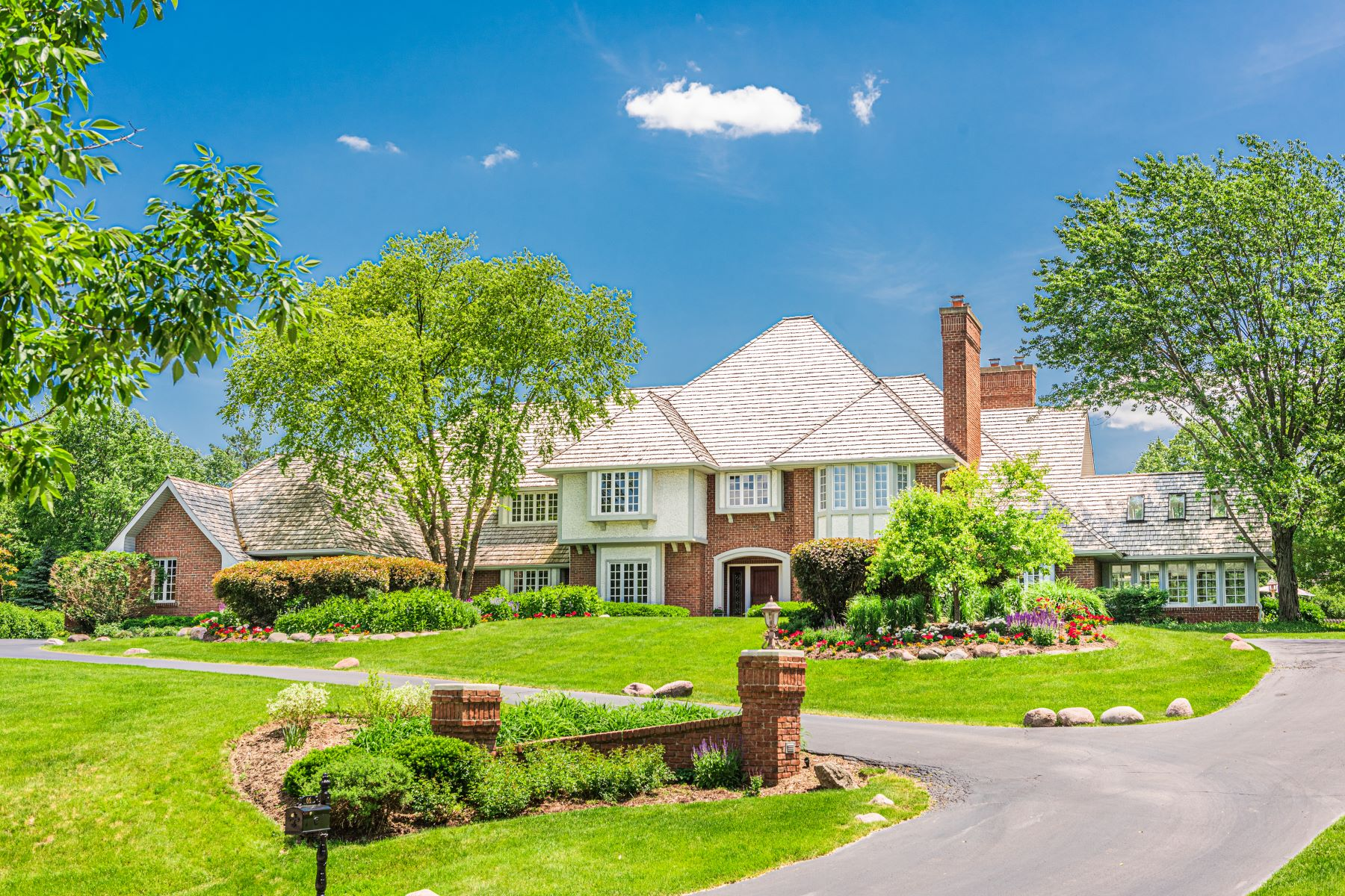 Single Family Homes for Sale at Stunning Home 66 Coventry Lane North Barrington, Illinois 60010 United States